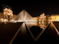 Pyramide du Louvre la nuit par Franck Vervial