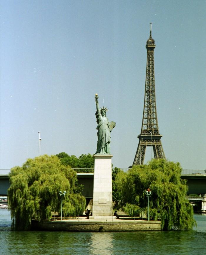 Французская Статуя свободы на Лебедином острове  (Statue de la Liberté sur l'Île aux Cygnes | Greudin | Wikimedia Commons)