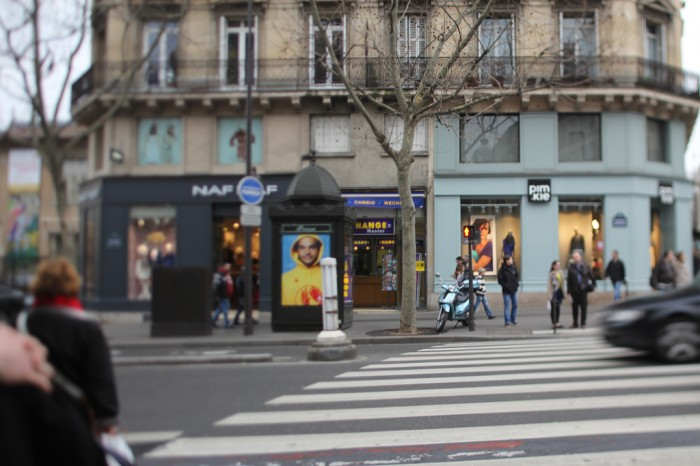 Парижская улица, февраль (Joakim Noah Ad on the Street in Paris, February 2012 | danxoneil | Flickr)