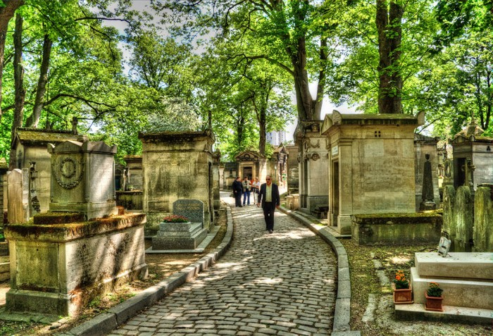 Pere LaChaise / Paris / Near to Jim Morrison's Grave 1024 by Torcello Trio (Flickr)